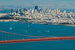 Ponticello di cancello dorato e San Francisco fotografie stock libere da diritti