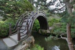 Ponticello di legno al giardino giapponese Fotografia Stock Libera da Diritti