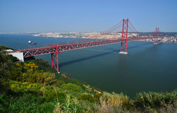 Ponticello di Lisbona il 25 aprile (25 de Abril), Portogallo Immagine Stock Libera da Diritti