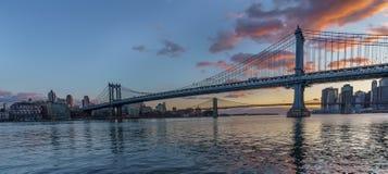 Ponticello di Manhattan al tramonto fotografia stock libera da diritti