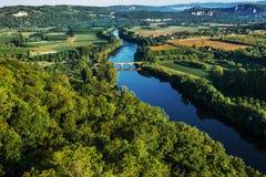 Ponticello di Medevial sopra il fiume del dordogne Fotografia Stock Libera da Diritti