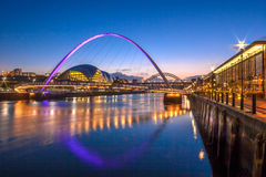 Ponticello di millennio di Gateshead e banchina di Newcastle Immagine Stock