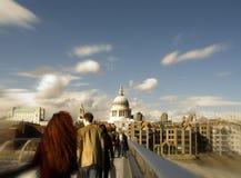 Ponticello di millennio di Londra e st Pauls Fotografie Stock Libere da Diritti