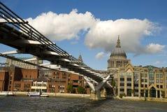 Ponticello di millennio, Londra Fotografia Stock