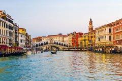 Ponticello di Rialto a Venezia, Italia Immagine Stock Libera da Diritti