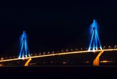 Ponticello di Rio-Antirio alla notte Fotografie Stock Libere da Diritti