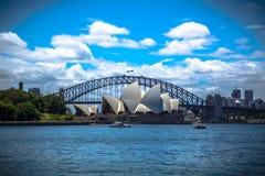 Ponticello e Teatro dell'Opera di porto di Sydney Fotografia Stock Libera da Diritti