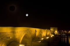 Ponticello e torretta romani di Calahorra Regione di Cordova, Andalusia, fotografia stock libera da diritti