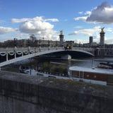 Ponticello entro la notte, Parigi, Francia del neuf di Pont fotografia stock libera da diritti