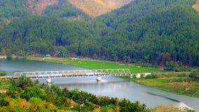 Ponticello ferroviario attraverso il fiume fotografie stock libere da diritti