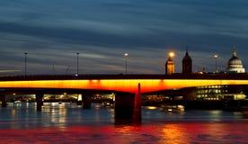 Ponticello illuminato di Londra Fotografia Stock Libera da Diritti