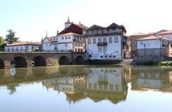 Ponticello romano di Chaves sopra il fiume Tamega, Portogallo Immagine Stock Libera da Diritti