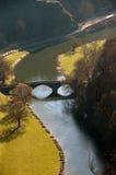 Ponticello sopra il fiume Immagine Stock