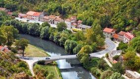 Ponticello sopra il fiume di Krka a Knin - il Croatia Fotografia Stock Libera da Diritti