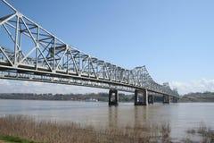 Ponticello sopra il fiume Mississippi fangoso Fotografia Stock