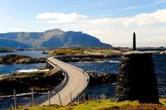 Ponticello sopra il fiume nel fiordo della Norvegia Fotografia Stock Libera da Diritti