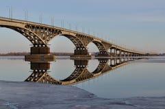 Ponticello sopra il fiume Volga Fotografie Stock