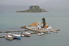 Pontikonisi ö och Vlacherna Royaltyfri Foto