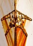 Ponto de âncora oxidado na curva de um barco Imagens de Stock