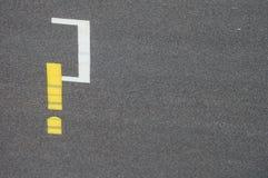 Ponto de interrogação na estrada Fotografia de Stock