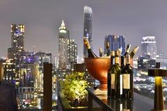 Ponto de opinião da cidade de Banguecoque da barra do telhado imagens de stock royalty free