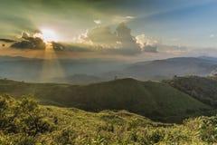 Ponto de opinião do por do sol em Nern Chang Suek Viewpoint, Pilok, Kanchanab Foto de Stock