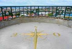 Ponto de opinião de Punta Arenas, o Chile Compasso decorativo de bronze na terra do cimento, apontando para a Antártica, polo sul Imagens de Stock