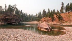 Ponto de reunião Flathead e manchado dos rios do urso na área de região selvagem de Bob Marshall durante os 2017 fogos da queda e fotografia de stock