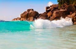 Ponto de vista da paisagem do abrandamento da luz do dia do sol da areia do céu azul da praia do mar para o cartão e o calendário Foto de Stock Royalty Free