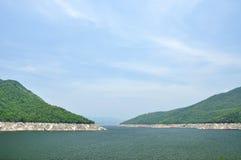 Ponto de vista da represa de Bhumiphol em Tak, Tailândia Imagens de Stock