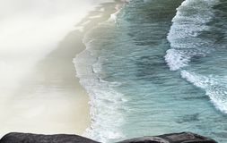 Ponto de vista da rocha do barco de navigação Fotografia de Stock Royalty Free