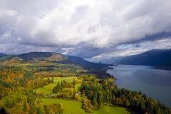 Ponto de vista da vigia do cabo do desfiladeiro do Rio Columbia que ajardina na Fotografia de Stock Royalty Free