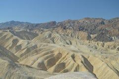 Ponto de Zabriskie Deserto amarelo impressionante da rocha Geologia dos feriados do curso foto de stock