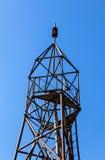 Ponto geodésico contra o fundo do céu azul Foto de Stock