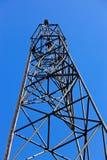 Ponto geodésico de encontro ao céu azul Imagem de Stock Royalty Free