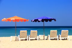 Ponto intermediário claro da praia do céu à praia fotografia de stock
