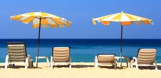 Ponto intermediário claro da praia do céu à praia fotos de stock royalty free