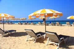 Ponto intermediário claro da praia do céu à praia foto de stock
