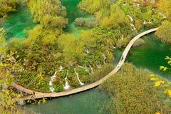 Ponto popular dos lagos Plitvice sobre a peça mais baixa do lago Fotos de Stock