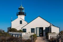 Ponto velho Loma Lighthouse e entrada para exibir a construção Imagem de Stock Royalty Free