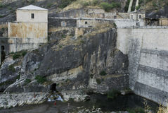 Ponton de la奥利瓦山脉水坝在瓜达拉哈拉和马德里provinc之间的 免版税库存照片