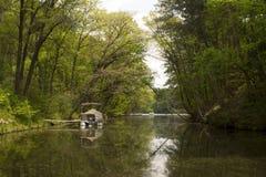 Ponton op de rivier Stock Fotografie