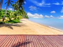 Ponton, strand och semesterort Fotografering för Bildbyråer