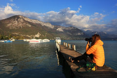 Ponton sur le lac annecy, Haute Savoie, France Photo libre de droits