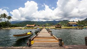 Ponton und Boote in Alotau, Papua-Neu-Guinea Lizenzfreies Stockfoto