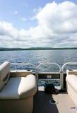 Pontonboot op meer Royalty-vrije Stock Afbeeldingen