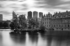 Pontons flottants dans Het Binnenhof le Hauge Photographie stock libre de droits