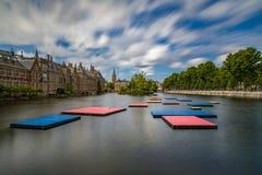 Pontons flottants dans Het Binnenhof le Hauge Photo libre de droits
