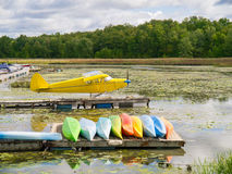 Pontoon Airplane at Dock Royalty Free Stock Images