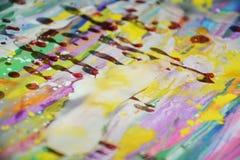 Pontos brancos da cera do watercor amarelo vermelho colorido do arco-íris, projeto criativo Fotografia de Stock Royalty Free